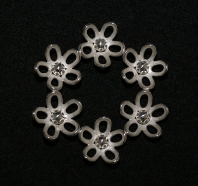 Silver daisy circle brooch.